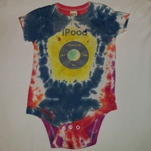👉 iPOOD onesie is adorable & fitting for a baby!